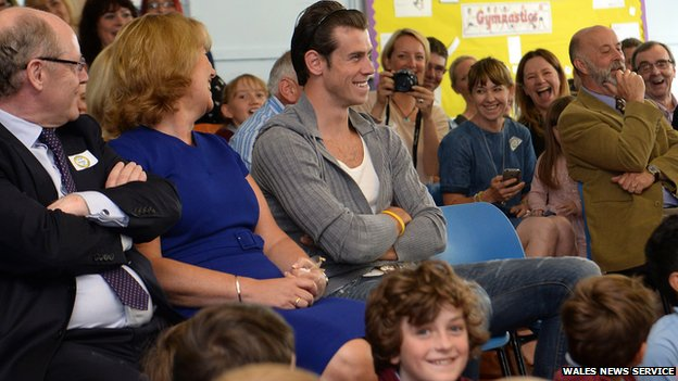 Gareth Bale opens school