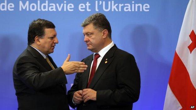 Jose Manuel Barroso and Petro Poroshenko