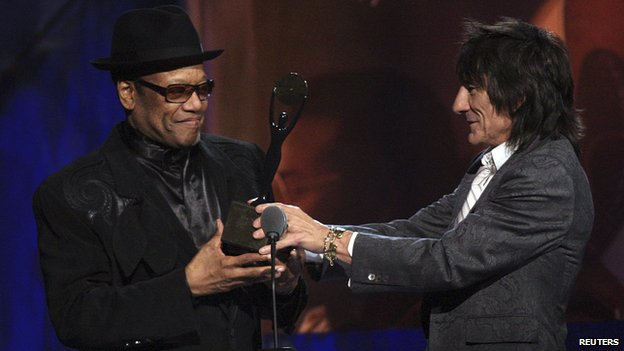 Ronnie Wood (R) inducts Bobby Womack into the Rock and Roll Hall of Fame 2009 during the induction ceremonies in Cleveland, Ohio in this April 4, 2009