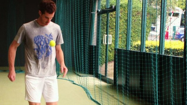 Watch Andy Murray do an incredible number of keepy-uppies during practice at Wimbledon