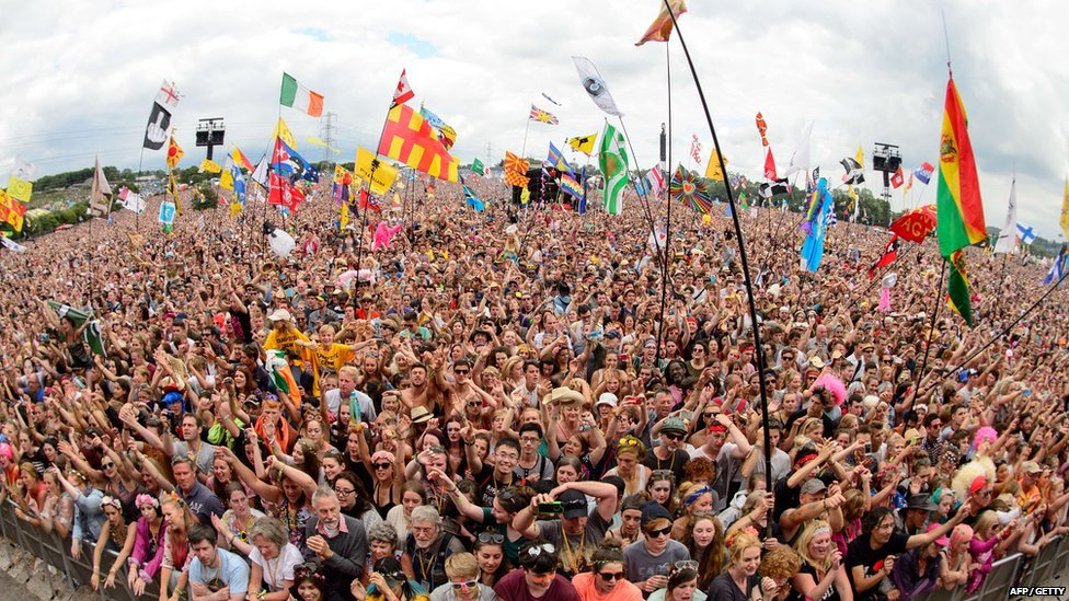 Crowds watching Dolly Parton perform at Glastonbury