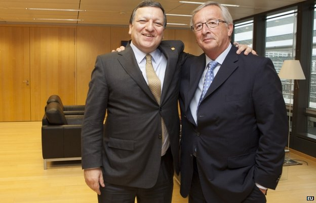 European Commission President Jose Manuel Barroso (L) with successor Jean-Claude Juncker