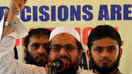 Hafiz Saeed (C) speaks during an anti-US protest in Lahore (27 June 2014)