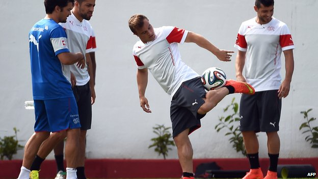 Switzerland's midfielder Xherdan Shaqiri and his teammates take part in a training session on 29 June 2014 at the Municipal Stadium in Porto Seguro