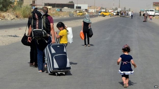 An Iraqi family leave their hometown Mosul, walking towards Irbil (photo from 29 June)