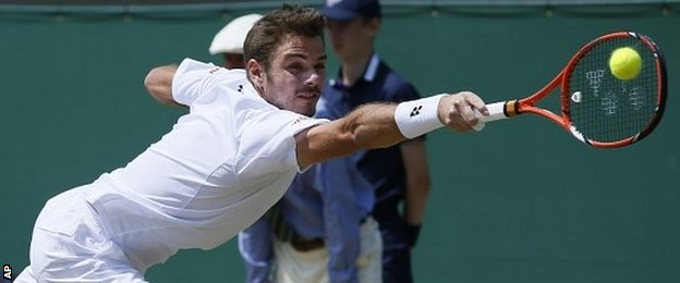 Stan Wawrinka stretches for a backhand against Feliciano Lopez
