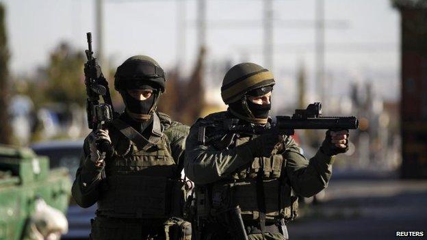 Israeli riot police in Shufat, East Jerusalem (2 July 2014)