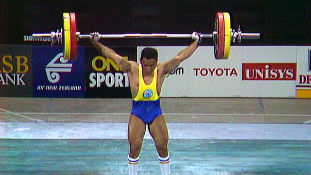 Marcus Stephen lifts his way to gold at Auckland 1990