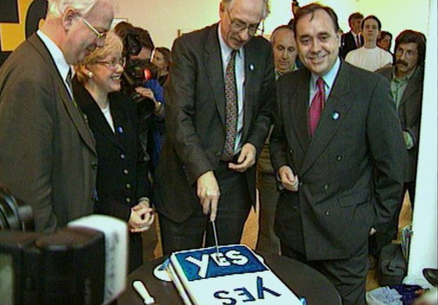 Lib Dem Jim Wallace, Labour's Donald Dewar and the SNP's Alex Salmond cut Yes/Yes cake