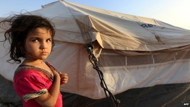An Iraqi girl whose family has fled the violence in the northern city of Tal Afar (2 July 2014)