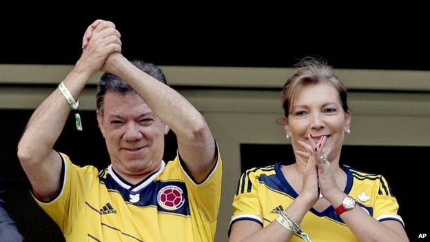 Colombian President Juan Manuel Santos with his wife, Maria Clemencia Rodriguez, gesture before the start of the group C World Cup soccer match between Colombia and Ivory Coast on 19 June, 2014.