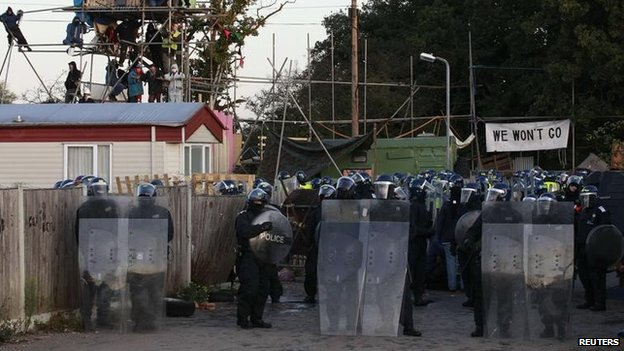 Police in riot gear at Dale Farm