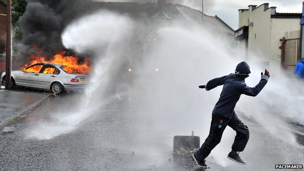 Water cannon deployed in Ardoyne
