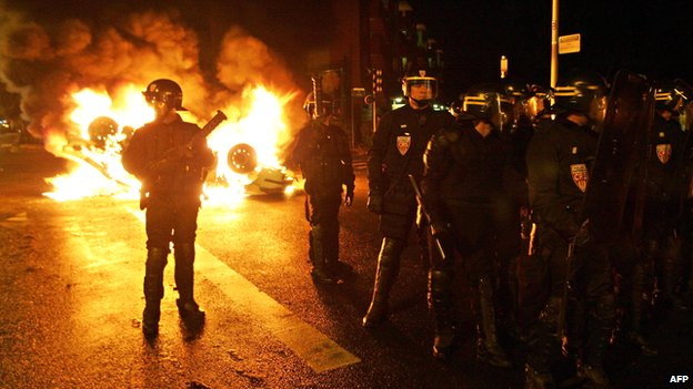 Anti-riot policemen patrol in in the northern Paris suburb of Clichy-sous-Bois on 2 November 2005, after police clashed with angry youths for the sixth straight night following the death by electrocution on 27 October of two boys who believed they were chased by police.