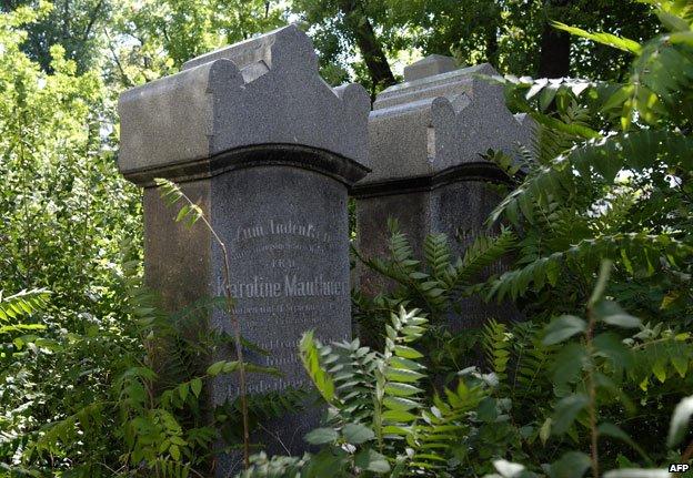 Vienna's Jewish cemetery in 2007