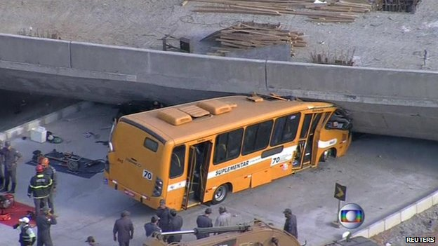 Aerial shot of bus trapped under fallen underpass in Belo Horizonte on 3 July