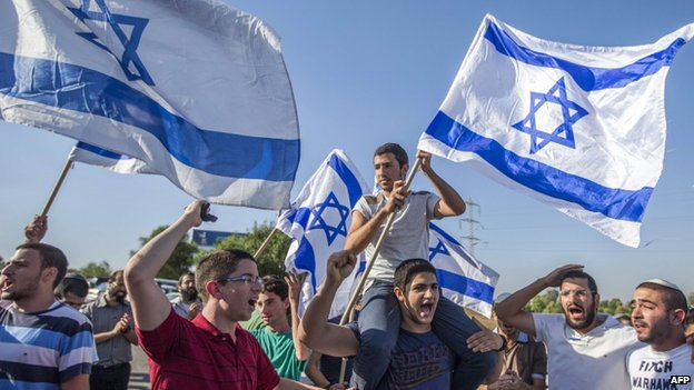 Israeli right-wing protesters in southern Israeli town of Sderot. 3 July 2014