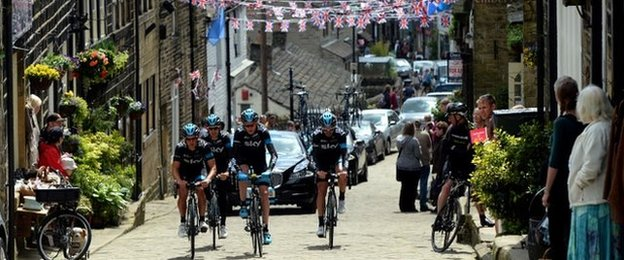 Chris Froome (second right) on a training ride in Haworth with Team Sky team-mates