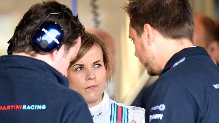 Susie Wolff (centre) discusses her car's problems with Williams technicians