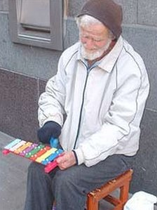 Frank Robinson playing his xylophone