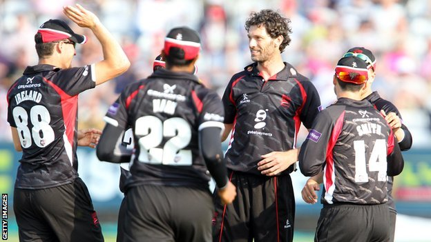 Charlie Shreck celebrates with his Leicestershire team-mates