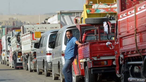 Egyptian motorist queue up for petrol  in Cairo. 11 March 2013
