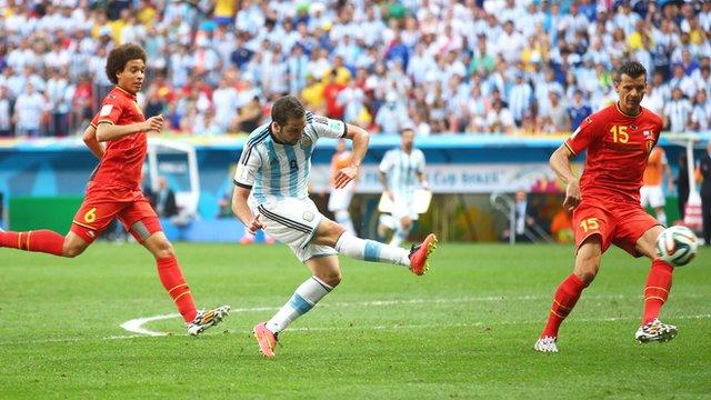 Gonzalo Higuain blasts Argentina into lead