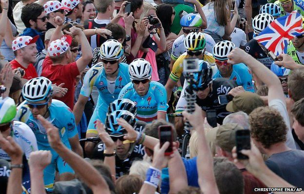 Stage winner and new overall leader Italy's Vincenzo Nibali, centre in blue shirt with the Italian flag on his jersey, climbs Bradfield