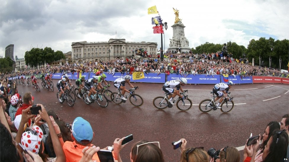 Riders passing Buckingham Palace