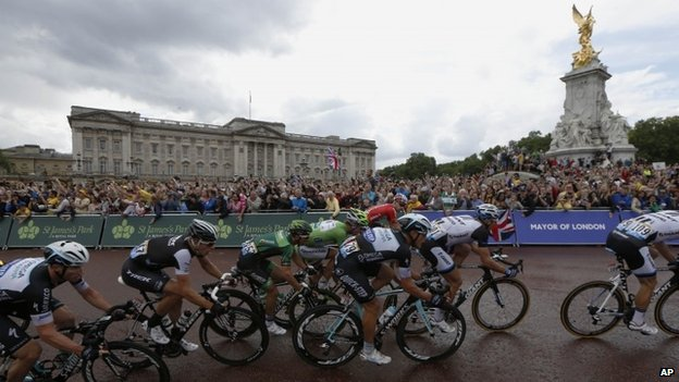 Riders pass Buckingham Palace