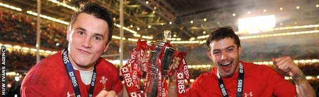 Jonathan Davies and Leigh Halfpenny celebrate winning the 2013 Six Nations with Wales