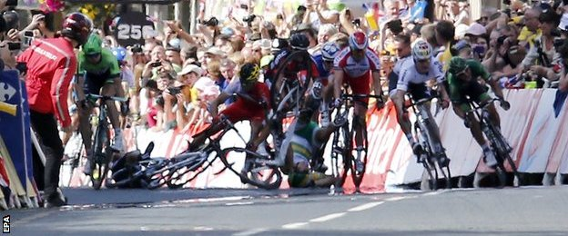 Cavendish goes to ground during the sprint finish
