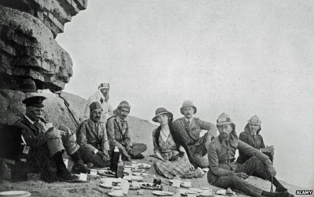Gertrude Bell (centre) picnicking with King Faisal of Iraq (second from right) in 1922