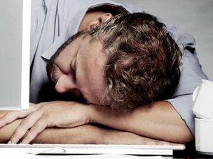 Man fallen asleep in front of a computer screen