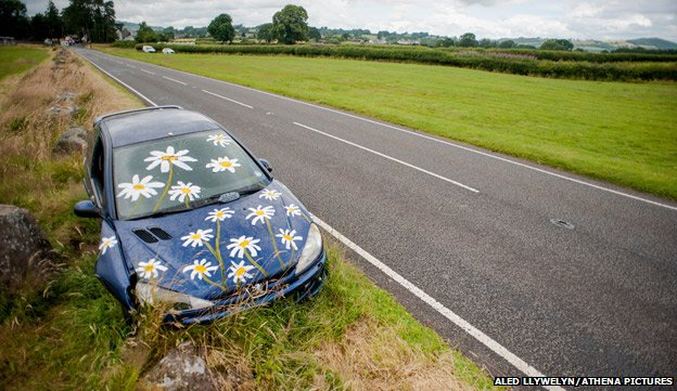 Abandoned Peugeot car painted with daisies
