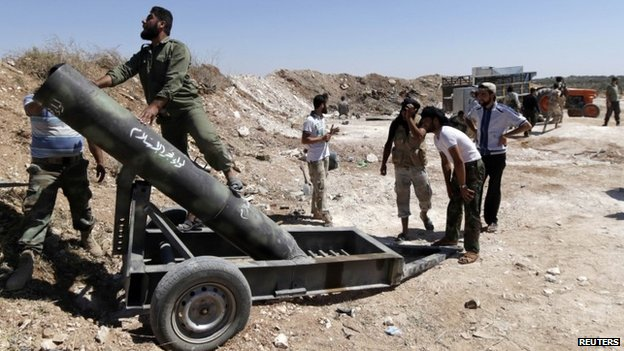 Syrian rebel fighters use make-shift artillery in the Idlib countryside (8 July 2014)