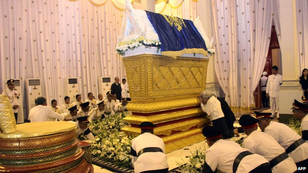 Late King Norodom Sihanouk's widow, Queen Monique, and son, King Norodom Sihamoni, cry close to his coffin at the Royal Palace in Phnom Penh on 17 October 2012.