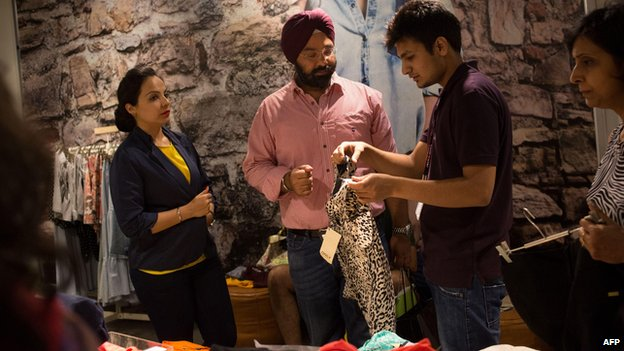 Shoppers browse sale items in a mall in Delhi (6 July)