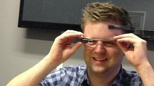 Dave Lee tests Google Glass hack