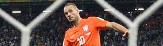 Wesley Sneijder takes penalty