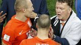 Van Gaal talks to Ron Vlaar
