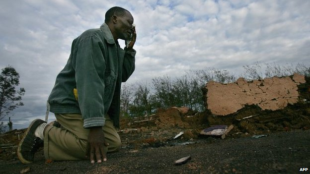 A man weeps in  Kiamba, near the western Kenyan town of Eldoret, on 19 April 2008