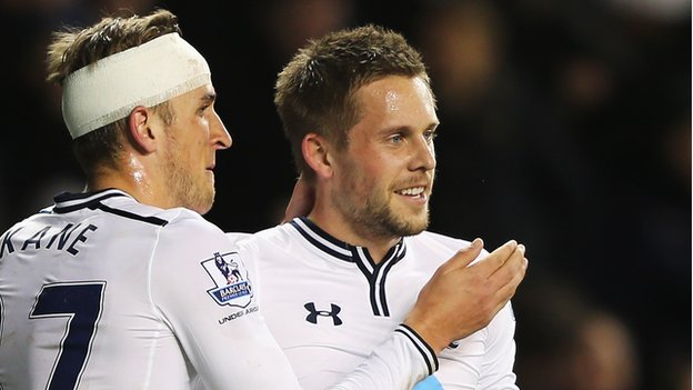 Gylfi Sigurdsson (right)