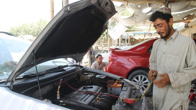 Despite the heat, mechanic Mohammad Essa says few drivers come to service or repair their air conditioning