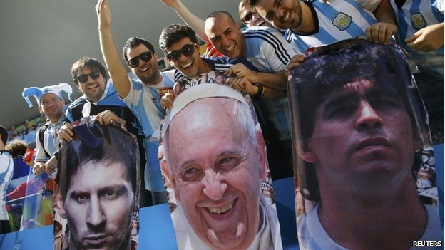 Fans show pictures of Messi, Pope Francis and Maradona in SP, 1 July 14