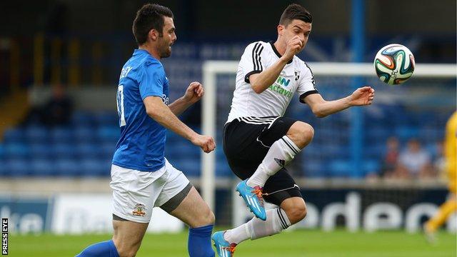 Glenavon's Eoin Bradley challenges FC Hafnarfjordur's Ingimundur Níels Óskarsson for the ball in Thursday's Europa League tie