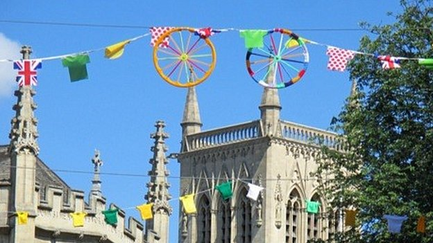 Knitted bunting and art in Cambridge