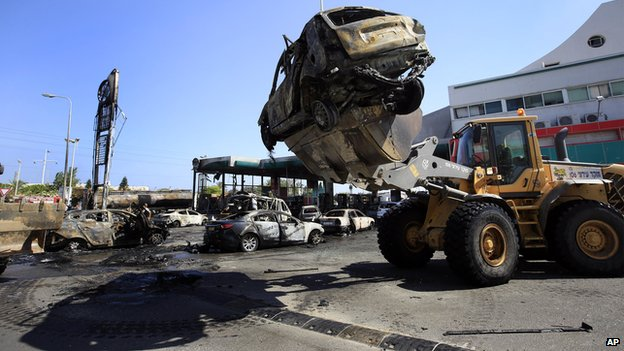 Wrecked cars removed from gas station in Ashdod