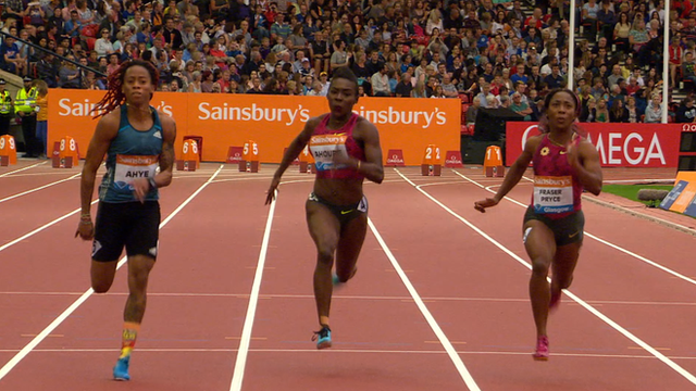 Trinidad and Tobago's Michelle-Lee Ahye (L) beats Shelly-Ann Fraser-Pryce (R) in the 100m in Glasgow