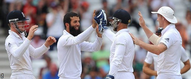 England's Moeen Ali celebrates the wicket of Murali Vijay